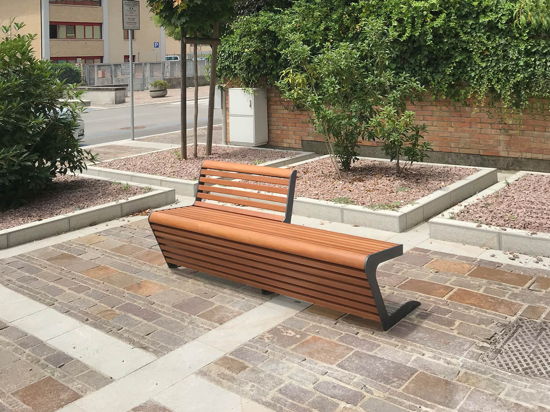 Woody Bench Seat